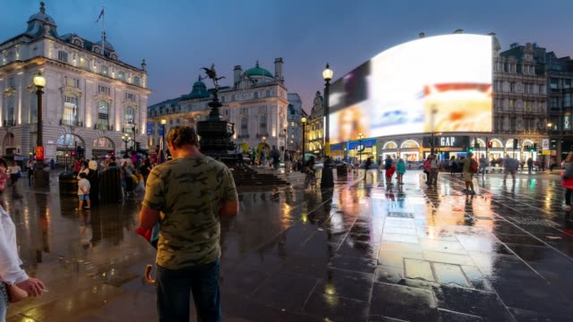 Time-lapse: Pedestrian Commuter Crowd at Piccadilly Circus downtown at night in London England UK 4K Time-lapse: Pedestrian Commuter Crowd at Piccadilly Circus downtown at night in London England UK, Apple ProRes 422 (HQ) 3840x2160 Format bus stop stock videos & royalty-free footage