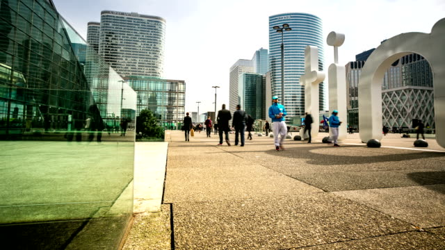hd time-lapse: pedestrian crowded at grande arche in paris france - french architecture stock videos & royalty-free footage