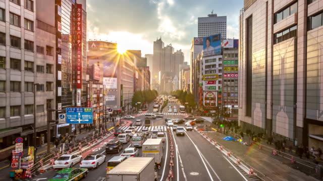 4 K Zeitraffer : Fußgänger überfüllten am Bahnhof Shinjuku, Tokio Sonnenuntergang – Video