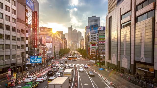 4 K Zeitraffer : Fußgänger überfüllt am Bahnhof Shinjuku, Tokio – Video