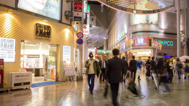 4 k hızlandırılmış: kalabalık yayalar hondori alışveriş arcade hiroşima downtown - hiroshima stok videoları ve detay görüntü çekimi