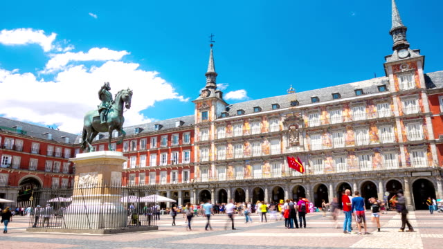 time-lapse in hd: pedoni plaza mayor town square a madrid, spagna - madrid video stock e b–roll