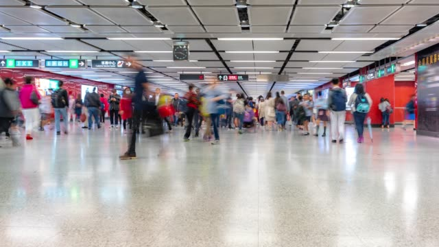 time-lapse: pedestrians traveler and tourist crowd in subway metro train station in hong kong - san pietroburgo russia video stock e b–roll