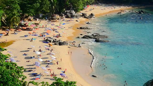 timelapse people on tropical beach - andaman denizi stok videoları ve detay görüntü çekimi