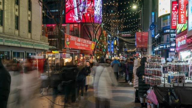 timelapse people traveling with happiness and shopping in myeongdong street market - adulazione video stock e b–roll