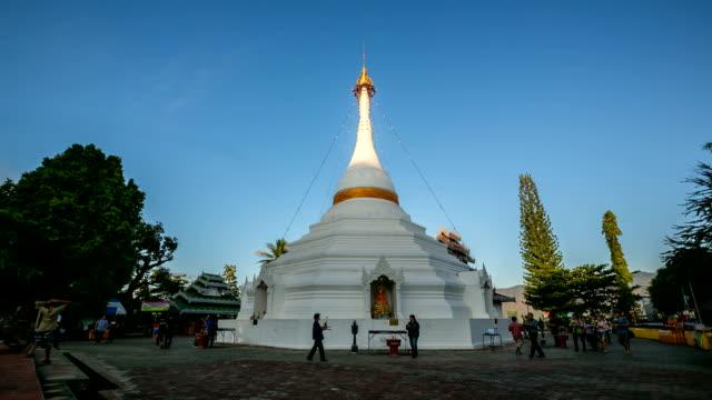 hd time-lapse: phra that doi kong mu temple thailand - stupa stok videoları ve detay görüntü çekimi