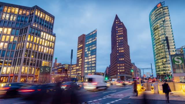 夕暮れ時のポツダム広場、ベルリン、ドイツ ビデオ