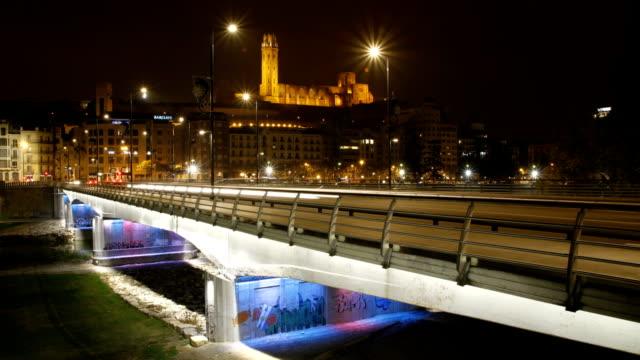 timelapse puente y castillo - lleida stok videoları ve detay görüntü çekimi