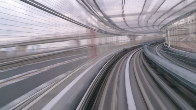 time-lapse: riding monorail in tokyo japan - daimon video stock e b–roll