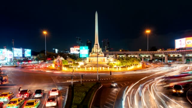 Timelapse road traffic of Victory Monument at night