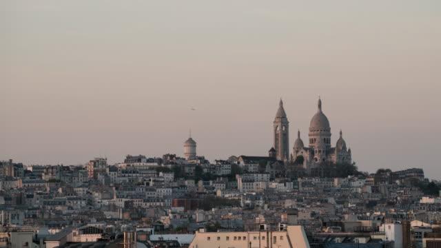 time-lapse sacre coeur i paris. - montmatre utsikt bildbanksvideor och videomaterial från bakom kulisserna