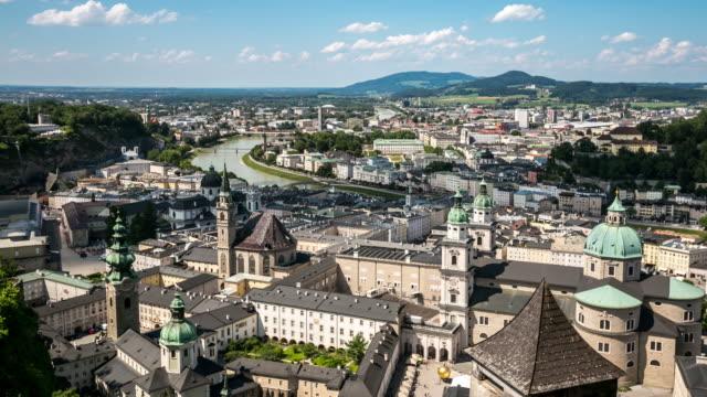 4 k time-lapse: salzburg stadsbilden längs floden salzach österrike - videor med salzburg bildbanksvideor och videomaterial från bakom kulisserna
