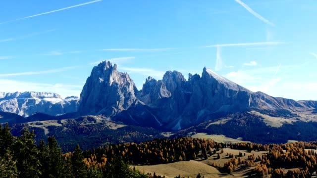 timelapse seiser alm (alpe de siusi) i dolomiterna alperna, italien - delstaten tyrolen bildbanksvideor och videomaterial från bakom kulisserna