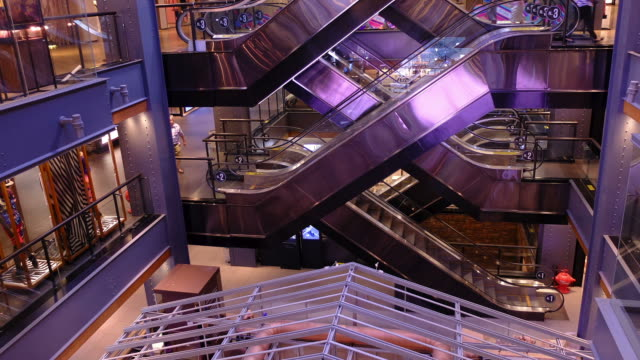 HD time-lapse : shopping centre with escalator