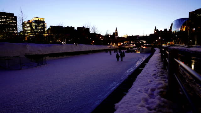 Video Time-lapse : Skating on the Rideau Canal during Winterlude in Ottawa, Canada