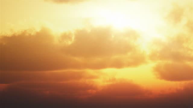 Timelapse Himmel Hintergrund. Sonnenuntergang oder Sonnenaufgang Wolkengebilde. – Video
