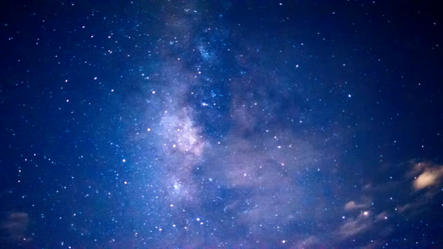 timelapse sterren en de maan in de nachtelijke hemel video
