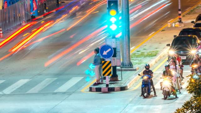 4k timelapse-stoplight - zeitraffer fast motion stock-videos und b-roll-filmmaterial
