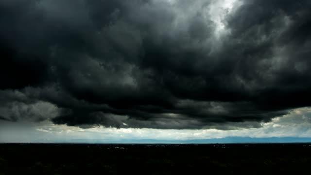 timelapse storm moln med regn - mörk bildbanksvideor och videomaterial från bakom kulisserna