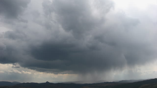 timelapse-폭풍우 치는 하늘 - 불길한 스톡 비디오 및 b-롤 화면