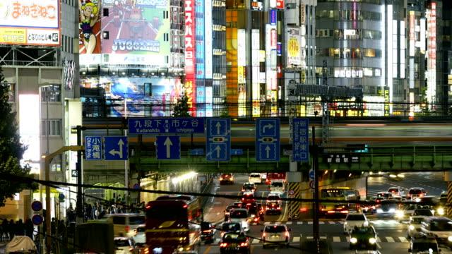 タイムラプス: 東京都新宿区のストリートシーン - 看板点の映像素材/bロール