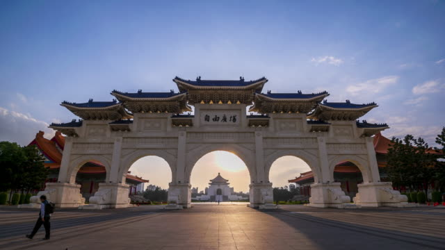4K Timelapse Sunrise of Chiang Kai Shek Memorial hall in Taipei City, Taiwan video
