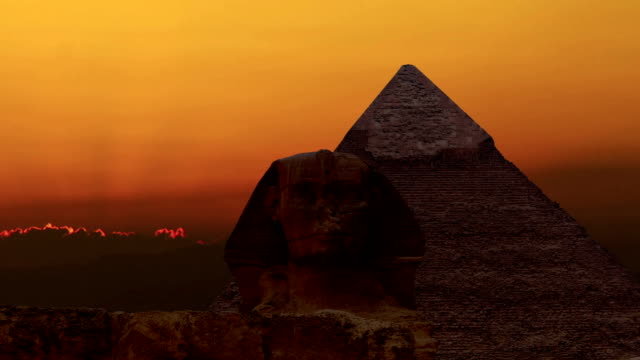 timelapse. sunrise over the pyramid of cheops and sphinx. giza egypt. v.4 - объект мирового наследия юнеско стоковые видео и кадры b-roll