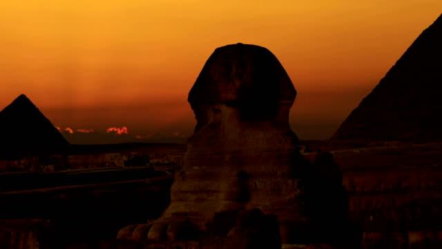 timelapse. sunrise cheops ve sfenks piramidi üzerinde. giza mısır. v.5 - unesco stok videoları ve detay görüntü çekimi