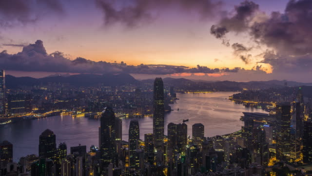 4 k コマ: ビクトリア ピーク、香港のビクトリア港の日の出 - 香港点の映像素材/bロール