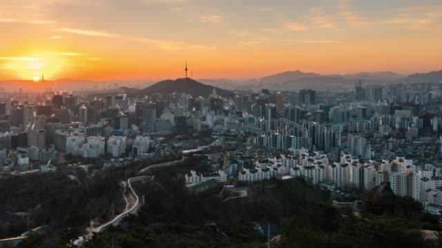 timelapse sunrise scene of seoul downtown city skyline - corea del sud video stock e b–roll