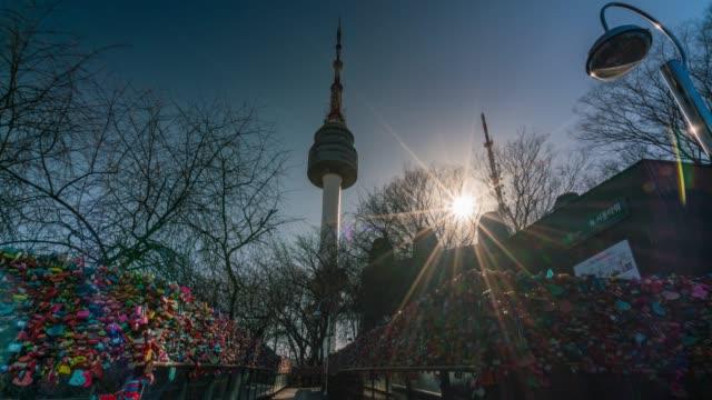 vídeos y material grabado en eventos de stock de timelapse la pared de la ceremonia de amor con la felicidad en n seoul tower - n seoul tower