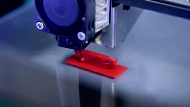 Timelapse. Três dimensional impressora funcionando. Close-up extremo - vídeo