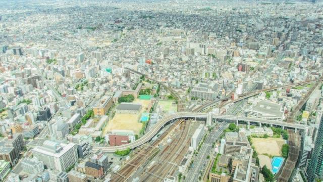 大阪の阿倍野ハルカスから大阪市の 4 k タイムラプス傾斜空中ビュー。 - 斜めから見た図点の映像素材/bロール