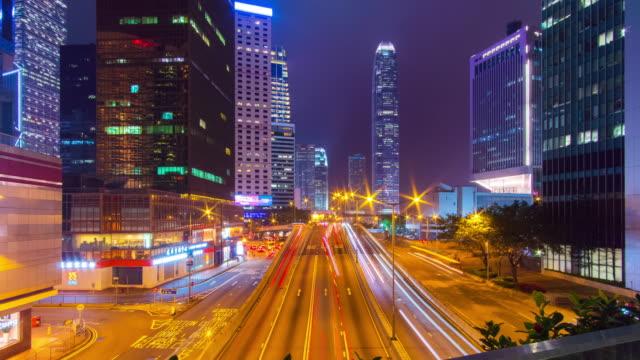 타임랩스 틸트 다운: 홍콩 중부 지구의 교통량 - 틸트 스톡 비디오 및 b-롤 화면