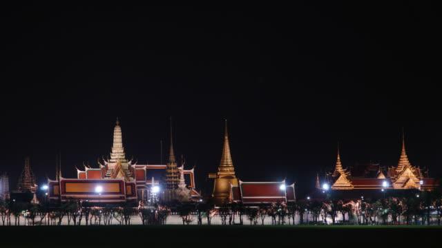 Timelapse Tilt down: Wat Phra Kaew in night time.