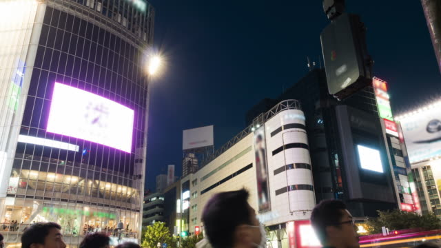 time-lapse in hd: incrocio di shibuya, tokyo, giappone - segnale per macchine e pedoni video stock e b–roll