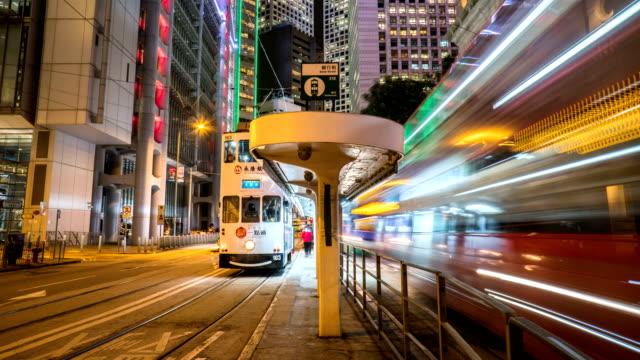 stockvideo's en b-roll-footage met 4k timelapse - tramstation in hong kong centraal - bushalte