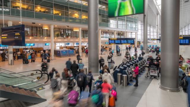 time-lapse traveler crowd at airport departure hall copenhagen denmark - аэровокзал стоковые видео и кадры b-roll