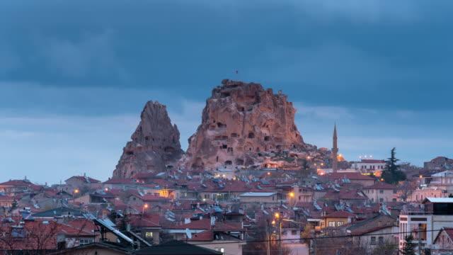 タイムラプス: 夜のウチヒサールシティ、カッパドキア、トルコ - アナトリア点の映像素材/bロール