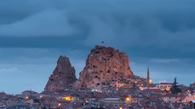time-lapse: uchisar city at night, cappadocia, turkey - турция стоковые видео и кадры b-roll