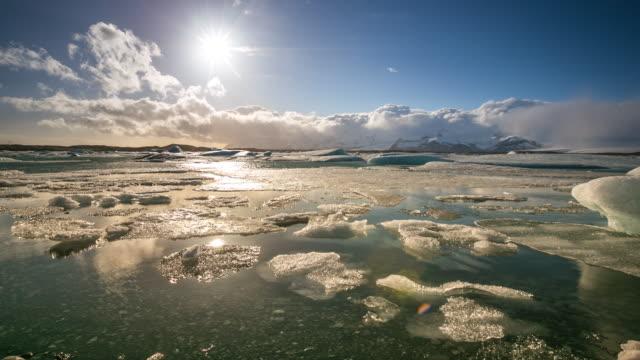 """vídeos de stock e filmes b-roll de 4 k """"time-lapse"""": vatnajokull lagoa glaciar de jokulsarlon, islândia - fundição"""