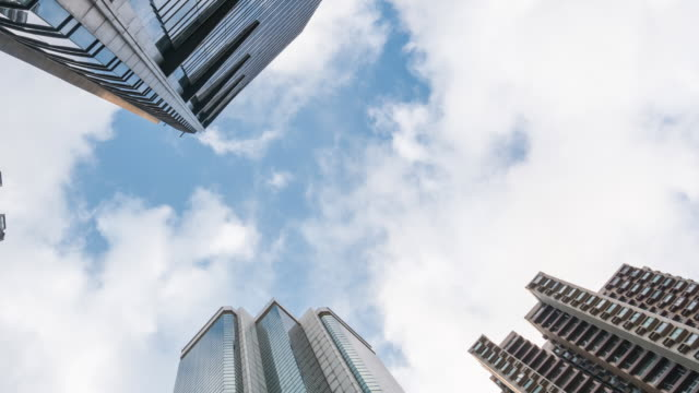 Time-Lapse: Vertical view of high rise skyscraper buildings in Hong Kong cityscape - vídeo