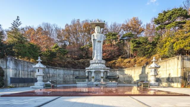 vídeos y material grabado en eventos de stock de vídeo timelapse de la gran buda en templo de bongeunsa, lapso de tiempo de seúl, corea del sur 4k - n seoul tower