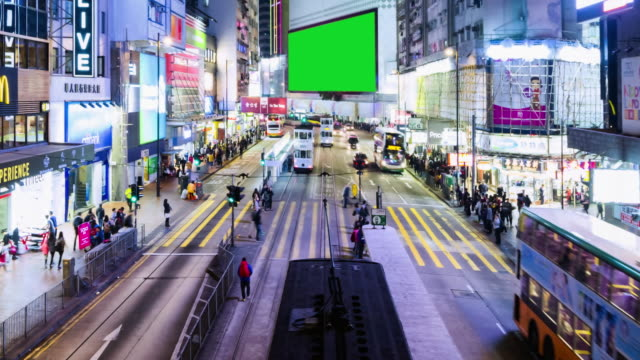 4k timelapse : view of people on the streets hong kong city at causeway bay in hong kong is a major financial hub in the asia region and green scene. - коммерческий знак стоковые видео и кадры b-roll