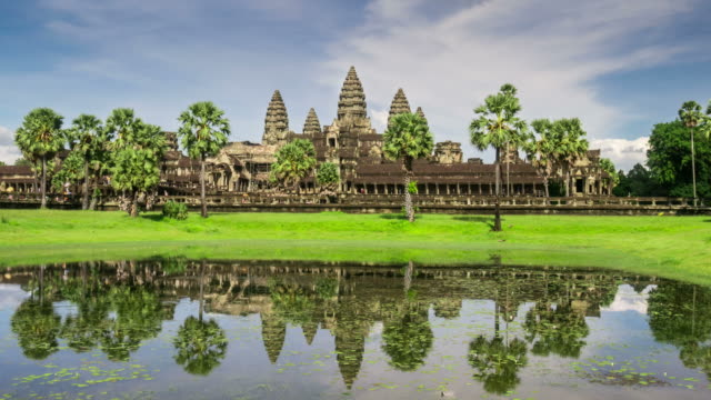 timelapse view of the afternoon light dropping at angkor wat - cambogia video stock e b–roll