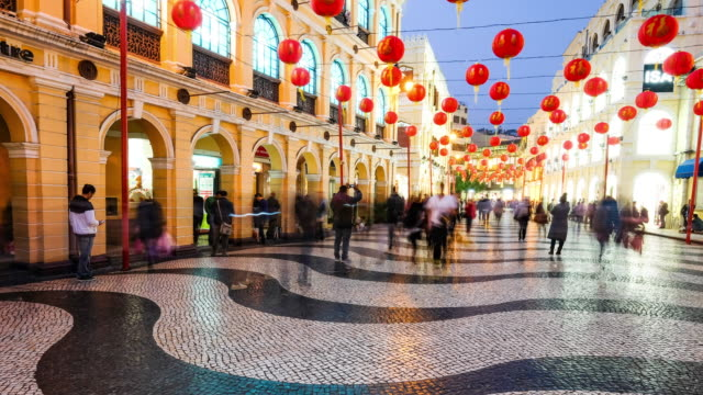 vídeos y material grabado en eventos de stock de timelapse vista del distrito histórico de macao, una antigua ciudad colonial portuguesa y ahora destino popular - letra s