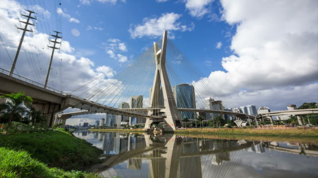 timelapse view of the octavio frias de oliveira bridge, or ponte estaiada, in sao paulo, brazil - 聖保羅 個影片檔及 b 捲影像