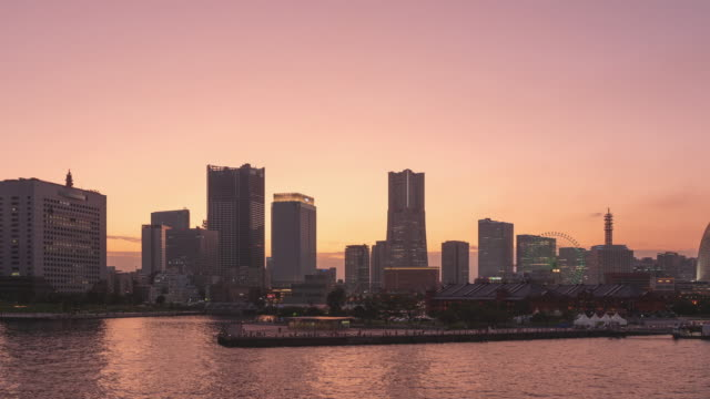TimeLapse - View of Yokohama, Japan from day to night Minatomirai Zoom in Close-up