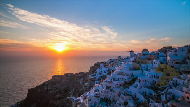 hd timelapse : village oia on santorini island, greece - fire filmów i materiałów b-roll