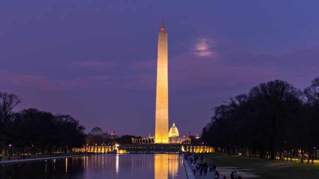 zaman atlamalı: washington dc abd yansıma havuzu gün batımı ile washington anıtı - obelisk stok videoları ve detay görüntü çekimi